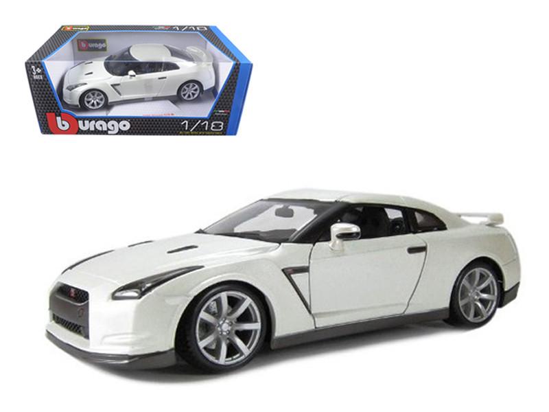 2009 Nissan GT-R R35 Pearl White 1/18 Diecast Model Car Bburago 12079