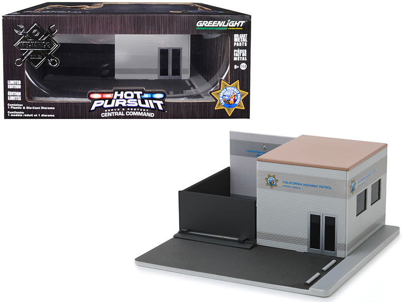 Mechanic's Corner Hot Pursuit Central Command California Highway Patrol CHP Diorama 1/64 Scale Models Greenlight 57053