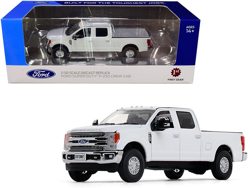 Ford F-250 Crew Cab Super Duty Pickup Truck Oxford White 1/50 Diecast Model Car First Gear 50-3420