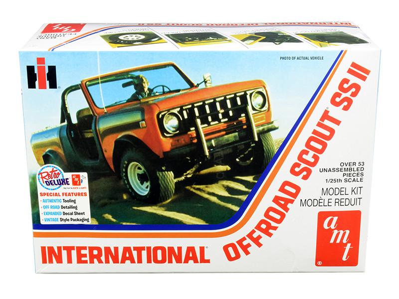 Skill 2 Model Kit IH International Off Road Scout SS II 1/25 Scale Model AMT AMT1102