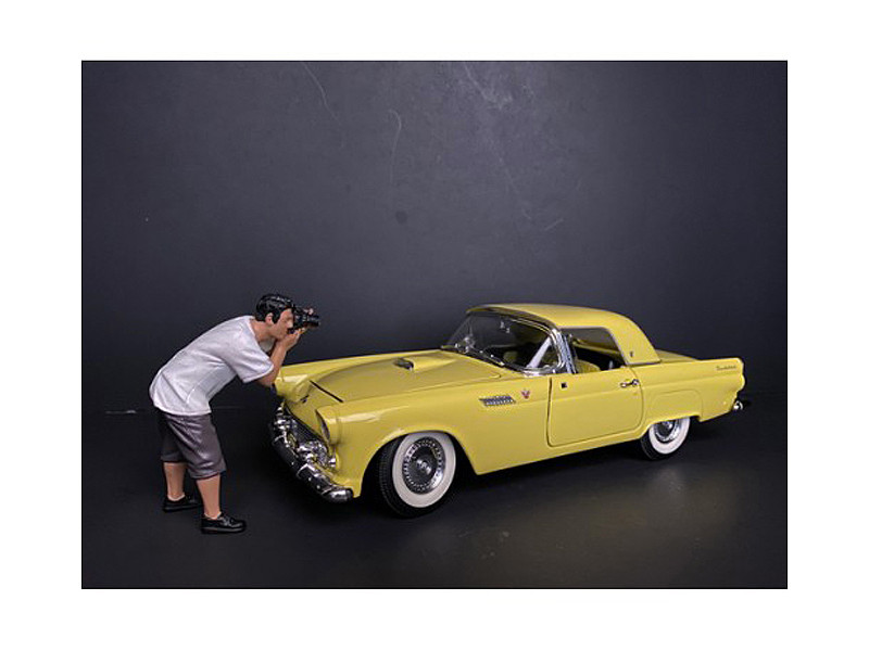 Weekend Car Show Figurine IV for 1/18 Scale Models American Diorama 38212