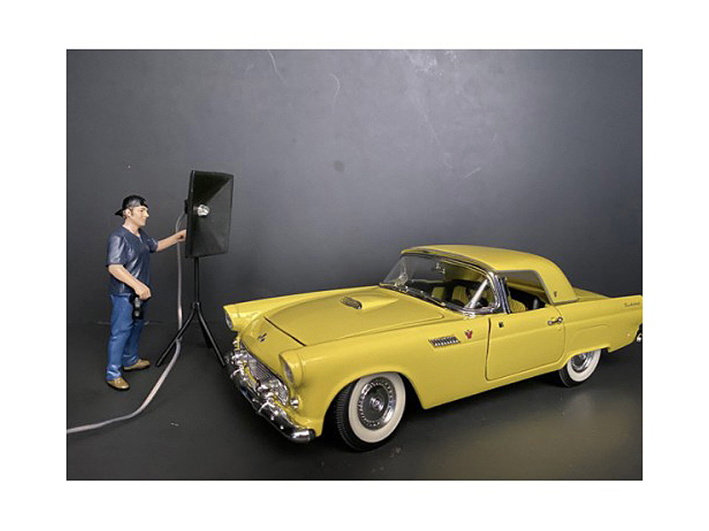 Weekend Car Show Figurine V for 1/18 Scale Models American Diorama 38213
