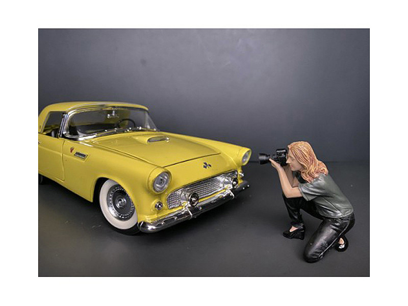 Weekend Car Show Figurine III for 1/24 Scale Models American Diorama 38311