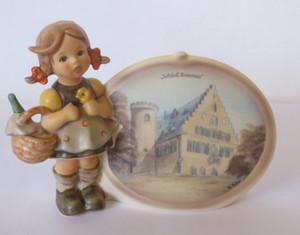 Little Visitor - Rosenau Plaque (HUM 722)