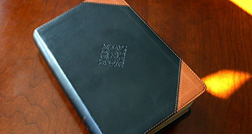 NKJV Deluxe Reader's Bible Leathersoft Black Comfort Print