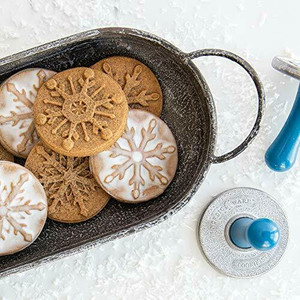 01275 Nordic Ware Disney's Frozen ll Falling Snowflake Cookie Stamps
