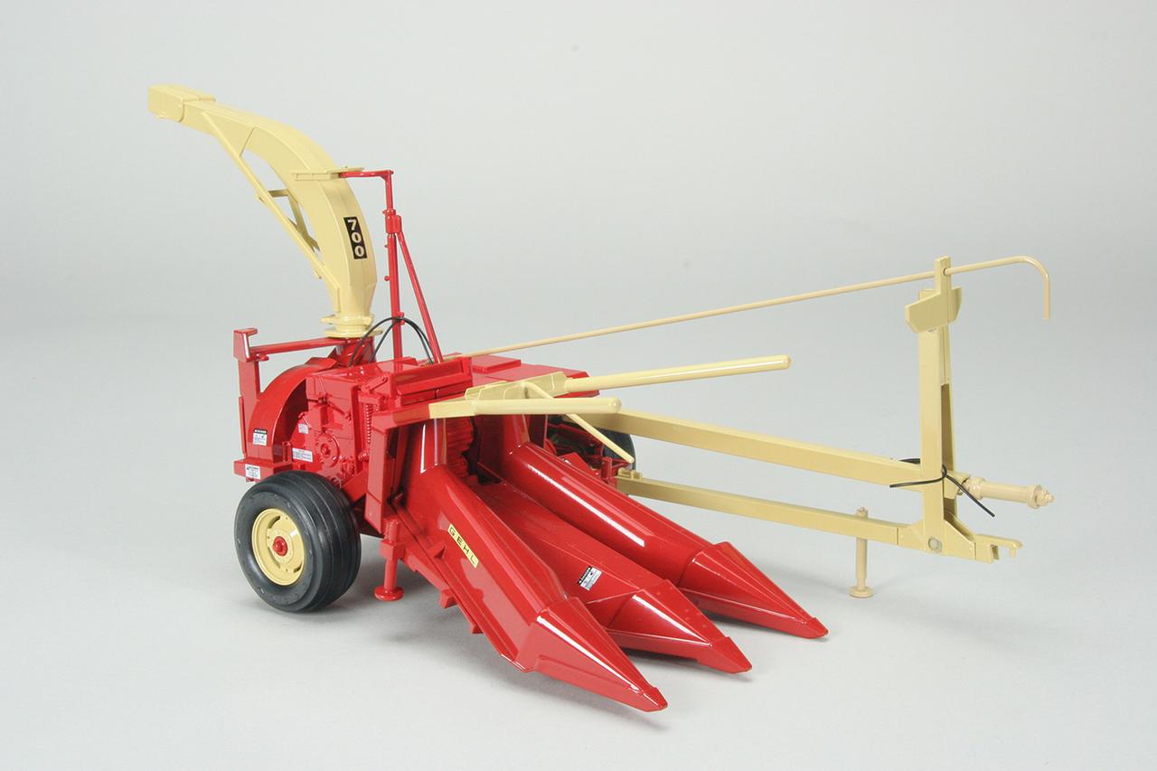 cust-1558-gehl-700-chopper-with-corn-hay-heads-1-56955.1504025363.1280.1280.jpg