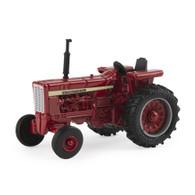 1:64 International vintage tractor