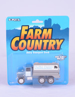 1/64 Delhi Dairy (Farm Country Pack)