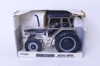 1/16 Case International Maxxum 5250 Silver Edition