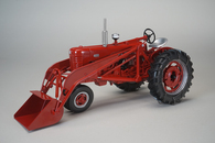 1/16 Farmall 400 with chains and loader