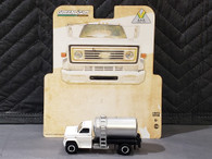 1/64 1984 Chevy C60 fertilizer truck - white