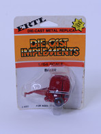 1/64 Case International  Round Baler