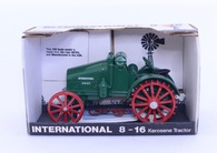 1/16 International 8/16 Kerosene Tractor (Green)