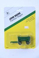 1/64 John Deere Flarebox Wagon