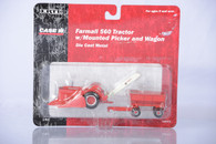 1/64 Farmall 560 with Mounted Picker