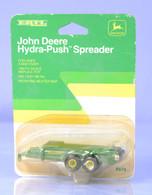 1/64 John Deere Hydra Push Spreader