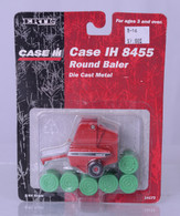 1/64 Case International 8455 Round Baler