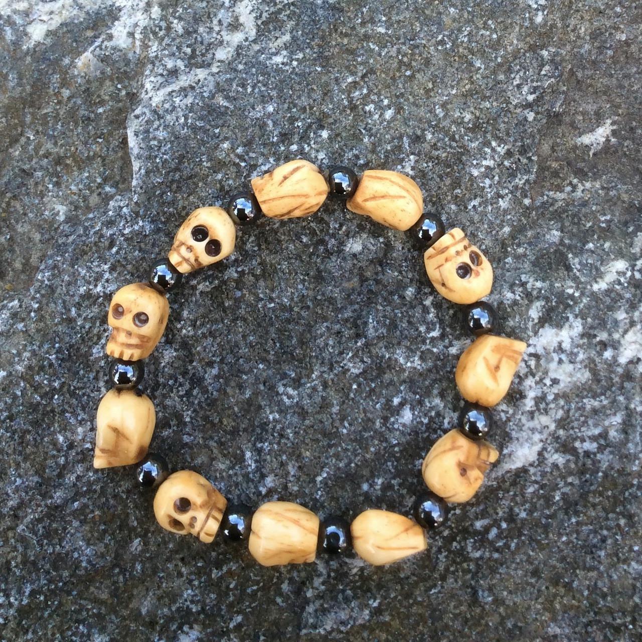 Skull Bracelet Of Bone And Hematite 11 Carved Bone Skulls And 11 Round Hematite Beads Stretch Cord Tri Tone Arts Adornments