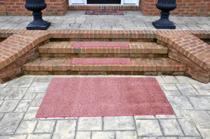 """Dean Indoor/Outdoor Carpet Stair Treads - China Berry 36"""" x 9"""" (Set of 3) - Plus 3' x 5' Rug/Mat"""