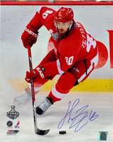 Henrik Zetterberg Autographed Detroit Red Wings 16x20 Photo #2 - 2009 Finals Action