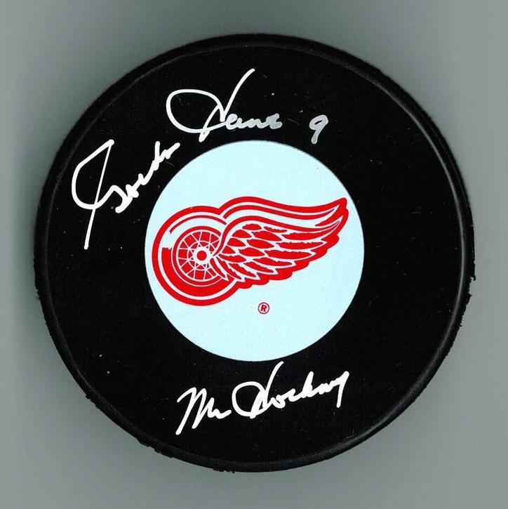 wholesale dealer 594a1 ee375 Gordie Howe Autographed Detroit Red Wings Puck w/
