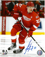 Evgeny Svechnikov Autographed 8x10 Photo #2 - NHL Debut Action
