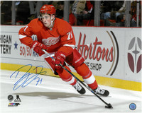 Dylan Larkin Autographed Detroit Red Wings 16x20 Photo #4 - Horizontal Home Action