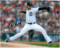 Anibal Sanchez Autographed Detroit Tigers 8x10 Photo #1 - Home Pitching (horizontal)