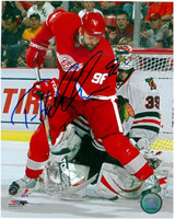Tomas Holmstrom Autographed 8x10 Photo #3 - In Front Of The Goalie (Pre-Order)