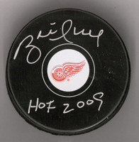 "Brett Hull Autographed Detroit Red Wings Souvenir Puck w/ ""HOF 2009"" Inscription"