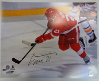 Tomas Tatar Autographed Detroit Red Wings 16x20 Photo #1