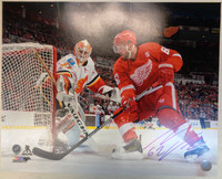 Thomas Vanek Autographed Detroit Red Wings 16x20 Photo