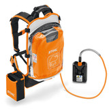 Backpack lithium-ion batteries with high capacity for longer running times. Sturdy housing with base and charge level indicator (six LEDs), comfortable and ergonomic harness with integrated carry handle and rain protection cover. 916 Wh battery energy, weight 7.8 kg.