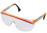 Stihl ASTROSPEC safety glasses - Clear - 0000 884 0304  EN 166, material with 100 % UV protection, side protection, replaceable visor, adjustable arms and visor.  Ideal in low-light situations.