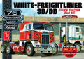 AMT #1046 White Freightliner 2-in-1 SD/DD Cabover Tractor KIT (1:25)