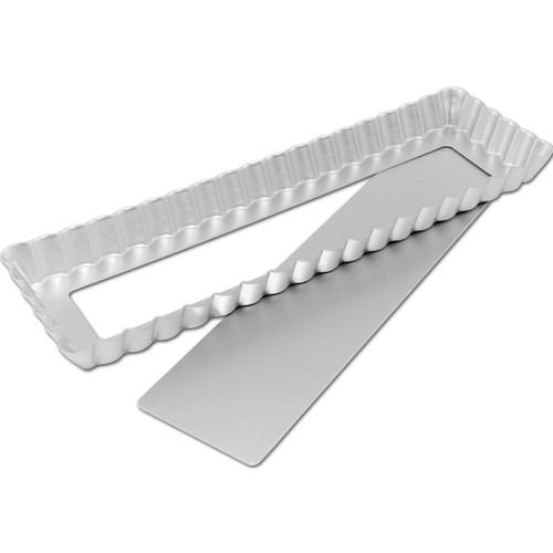 "Fat Daddio's Oblong Fluted Tart Pan, 13 3/4"" x 4 1/4"" x 1"", removable bottom"