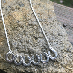 horse shoe bar necklace