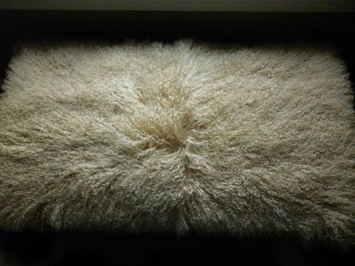 Real Mongolian  Tibet  Dyed Beige Lamb Fur Rug / Plate Throw New genuine Wool