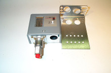 Johnson Controls P70DA-2 50/450#, Open-Hi, M/R, Ammonia Switch