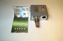 Johnson Controls P70KA-7 50/450#M/R,Ammonia Open-Hi Switch