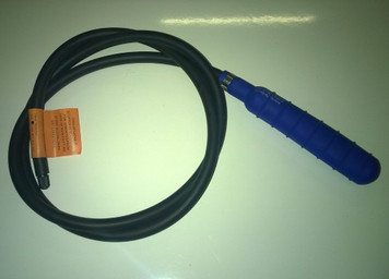 """1.5""""  (40mm) with 5' (1.5m) inflation tube and Schrader valve connector"""