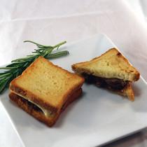MINI SHORT RIB & FONTINA PANINI - 50 pieces per tray