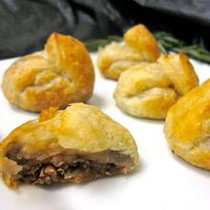 Beef Bourguignon Puffs - 50 pieces per tray