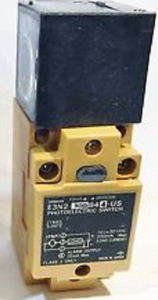 Omron E3N2-50DB44-US Photoelectric Sensor Switch, PNP, 10 to 30 VDC