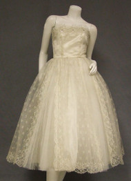 Superb Strapless Beaded Ivory Lace & Tulle 1950's Wedding Dress