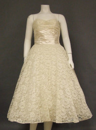 Elegant Ivory Vintage Lace Wedding Dress w/ Satin Waist