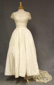 STUNNING Vene 1960's Lace Wedding Gown w/ Train