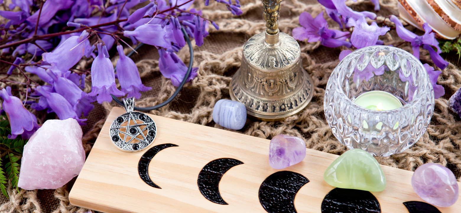 Beginners Guide to Wicca Tools and Altar