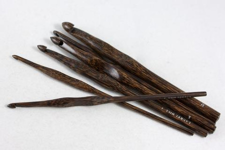 Forest palmwood crochet hooks made in Vietnam. These hooks combine the warmth of wood and an excellent, smooth finish with a comfort thumb rest.